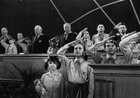 Babky hovoria deťom, ako bolo dobre za komunistov