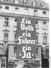 """Propaganda pred nacistickým referendom: """"Jeden národ, jeden vodca, jedno ÁNO"""". V Írsku opakovali referendum o Lisabonskej zmluve, kým výsledok nebol """"ÁNO""""."""