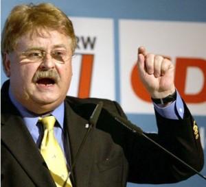 Čierny kôň nacistickej rodiny Mohnovcov, europoslanec Elmar Brok, bol kľúčovou osobou pri vyjednávaní centralistickej Lisabonskej zmluvy.