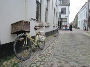 Majiteľ hovorí, že je to Matrabike, je lacný, nestál ani 200€, jeho dcéra má modrý a ozdobený kvietkami. Dúfam, že táto reklama nijako neovplyvní trh bicyklov v Holandsku.