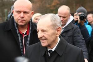 http://www.topky.sk/cl/10/1377713/ Miloš Jakeš má v súčasnosti 91 rokov