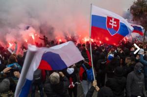 Zneužitie slovenskej vlajky a hymny