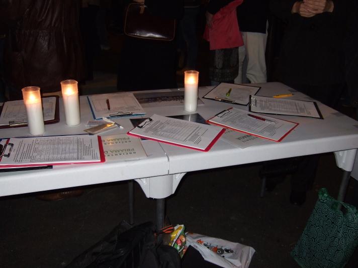 Petičný stolík so sviečkami