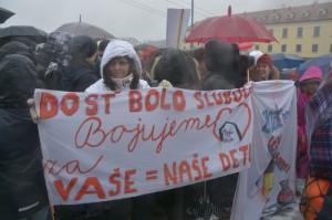 štrajkujúci v Bratislave  Zdroj: Boris Dzurnák